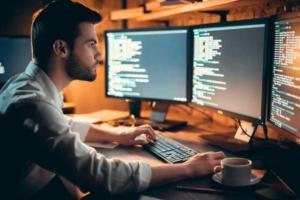 プログラマーは資格がなくてもOK!未経験でもなれる、フリーランスの歩き方を公開